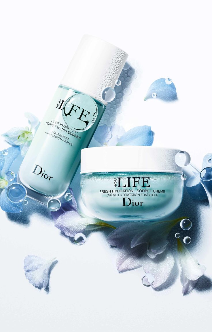Since hydration is the foundation of any beauty routine, Dior Hydra Life offers a duo of powerful products containing mallow and haberlea leaf for ski
