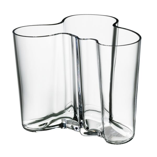 Alvar Aalto created the Aalto vase in different sizes and colours for Iittala in occasion of the World Fair in Paris in 1937