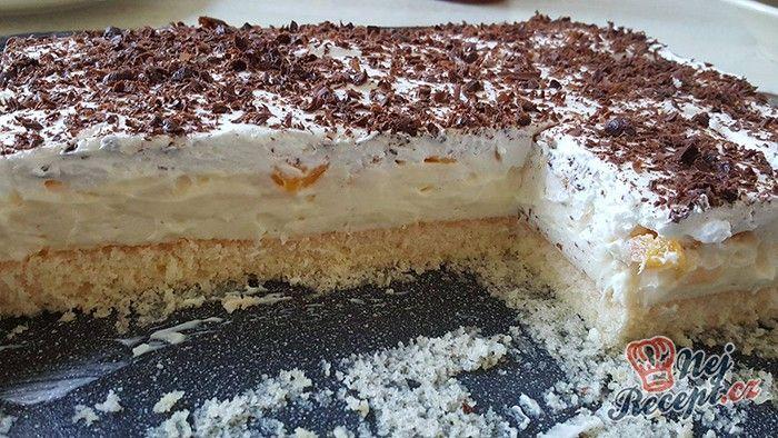 Tento zákusek patří mezi velmi oblíbené sladké dobroty. Vynikající vanilkový krém, kousky ovoce a na vrchu bohatá šlehačka ozdobena čokoládou. Autor: adanecka