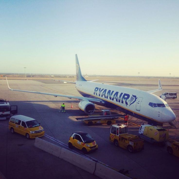 A pro-traveller's guide to flying Ryanair. All my secret tips and tricks  that