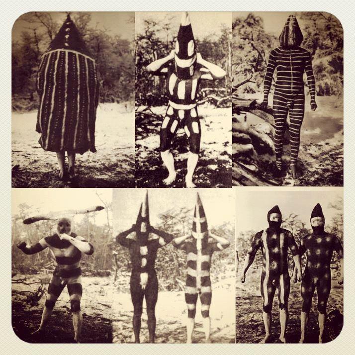 Ushuaia, Tierra del Fuego Día 2: la búsqueda de localizaciones hombres Selk'nam todo pinta para un ritual. Esta serie de fotos fue tomada en el comienzo del siglo. Arte puro.  indigenas de la tierra del fuego, Chile