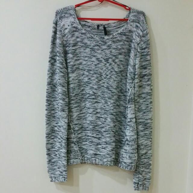 Buy Preloved Top in Singapore,Singapore. Preloved. Tagged as size M. Not for fussy. No further enquiries will be entertained. Price quoted inclusive of postage via normal mail. Not responsible for lost Chat to Buy