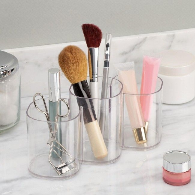 Keep your countertop or make-up table neat and tidy with this handy Interdesign Clarity Cosmetic Cup.