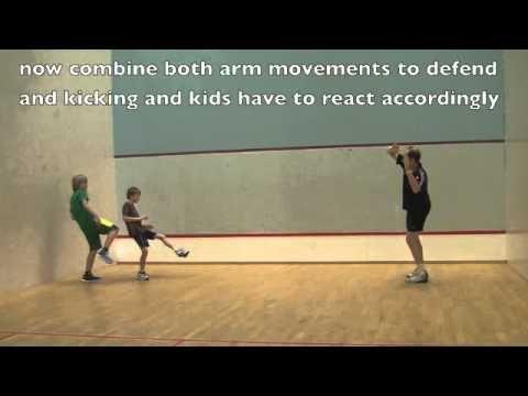 Coördinatie oefening voor kleuters, houd de bal / Coordination Training: Soccer Simulation Game Soccer Training