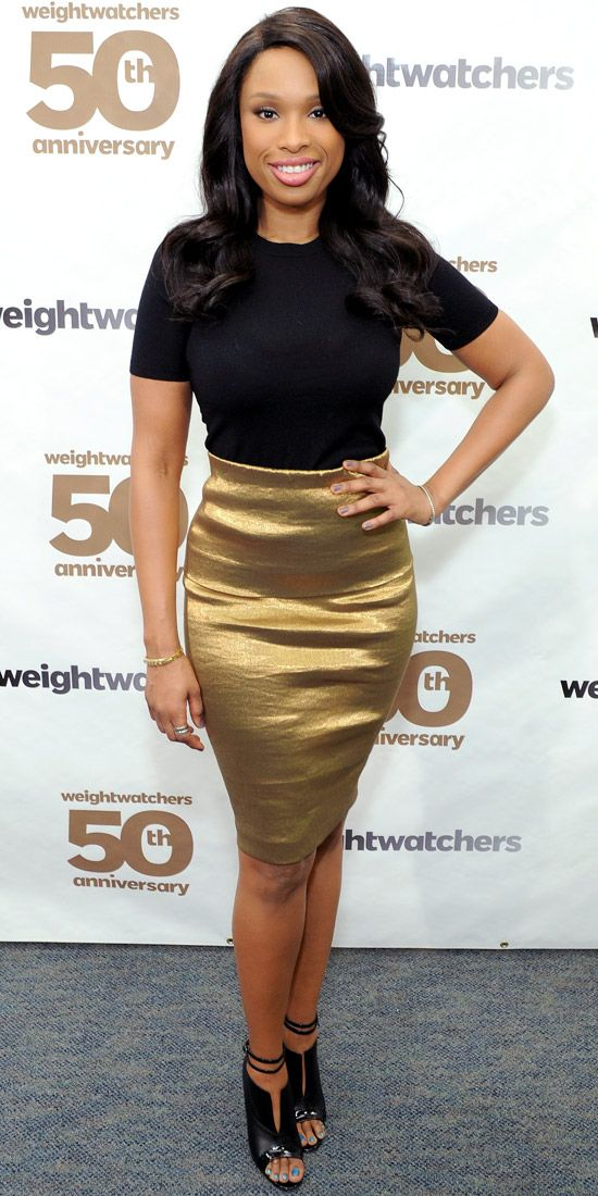 Wow, Jennifer Hudson looks great in this gold Donna Karan pencil skirt. With such a big look, she kept her jewellery minimal with thin bracelets on both wrists.