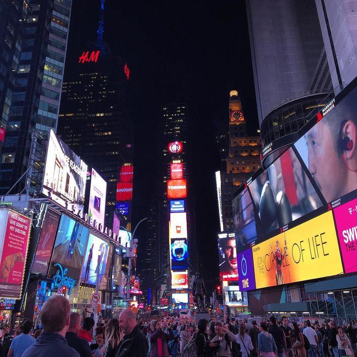 사진찍어 놓으니 또 다른느낌  #timesquare #nyc #newyork #newyorkcity #manhattan #travel #daily #night #ootd #뉴욕 #여행 #타임스퀘어 #맨해튼 #nightview by bellanche_yang