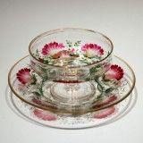 「ボヘミア「花文様 ガラスカップ&ソーサー」《アンティックかとう》」の作品写真と詳細をご紹介。