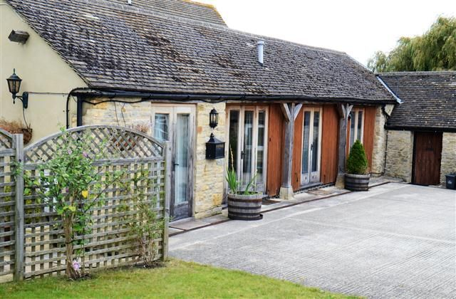 3 Bedroom Barn in Burford to rent from £451 pw. With wheelchair access, TV and DVD.