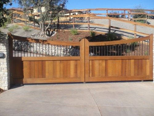 25 Naturally Stunning Wooden Driveway Gate Design Ideas: Here Is A Wood And Metal Driveway Gate.