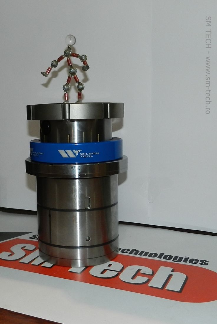Mascota SM TECH (robotelul Tecky) fericit ca tocmai a escaladat noul multitool indexabil Wilson Tool MTX8Ri pentru masini Prima Power / Finn Power  http://www.wilsontool.ro
