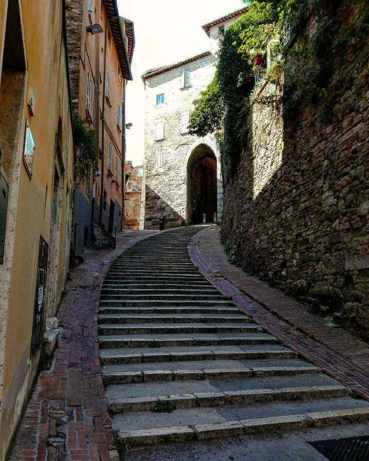 Scala #scala #stairs #urban #ancient #holiday #historical #history #stone #perugia #umbria #italia #italy #whatitalyis #visititaly #latergram #igers #igersbergamo #igersitalia #igersitaly