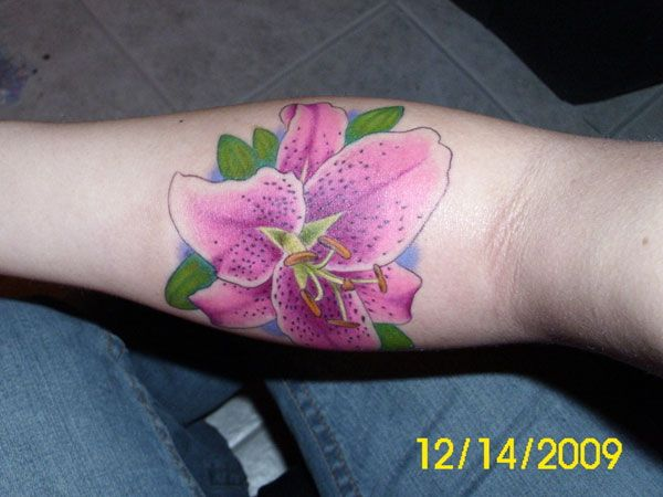 24 Stargazer Lily Tattoos Which Are Completely Different