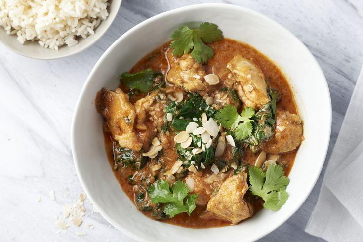 Boterkip is zoals de naam doet vermoeden een gerecht uit de Indiase met boterzachte kip in een kruidige tomatensaus. Heerlijk met rijst en spinazie er...