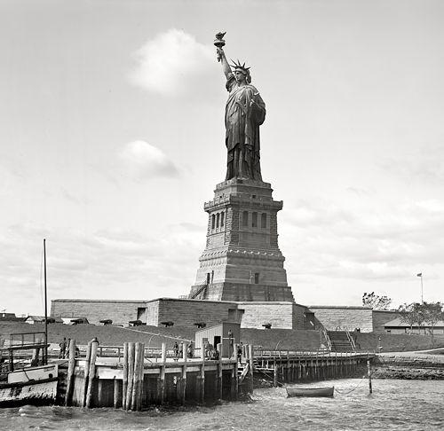 New York Harbour - 1905