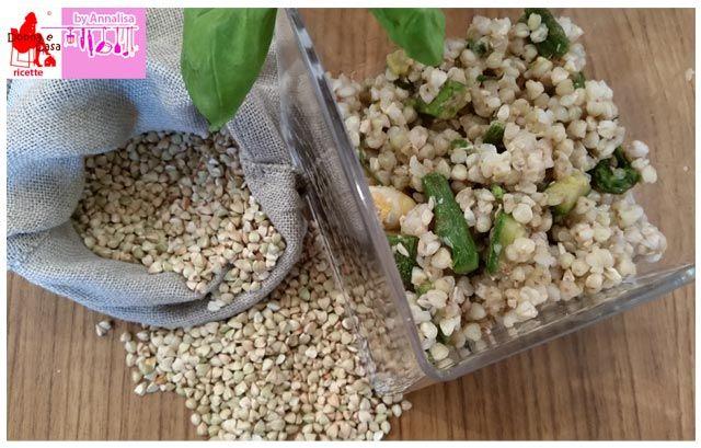 Insalata di grano saraceno con gamberi, zucchine e asparagi