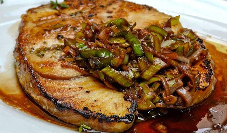 """"""" Χάρυβδις"""" - Γαλέος με σάλτσα από πετιμέζι"""