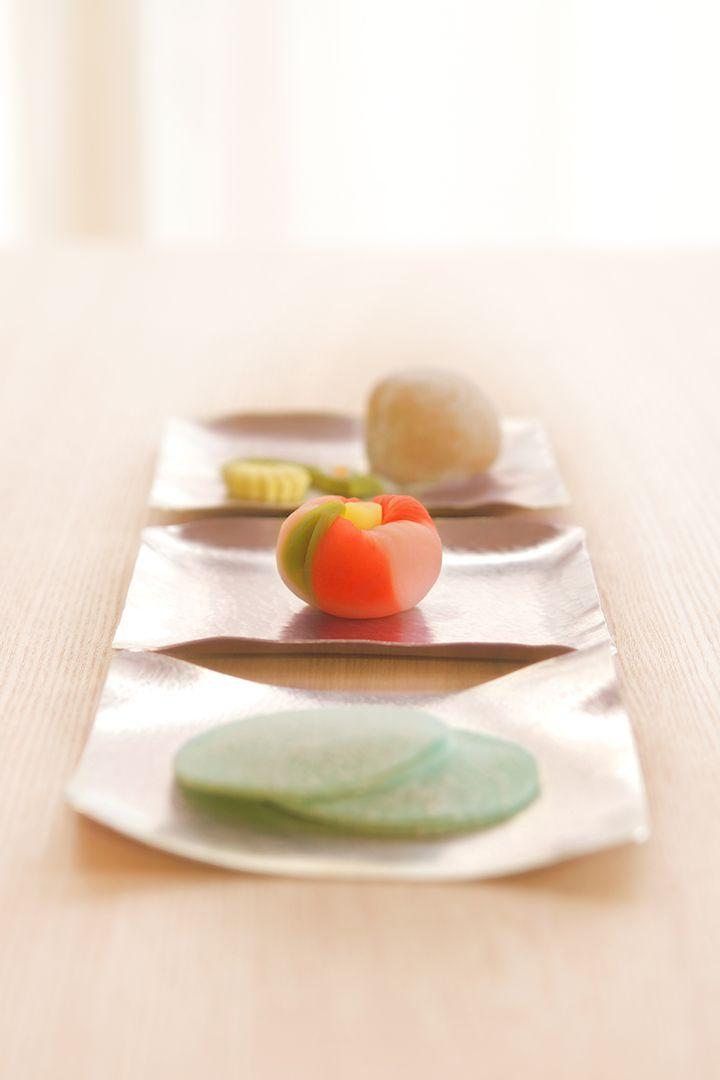 クニャリと曲がる「すず」のお皿に、今日は何を乗せようか?