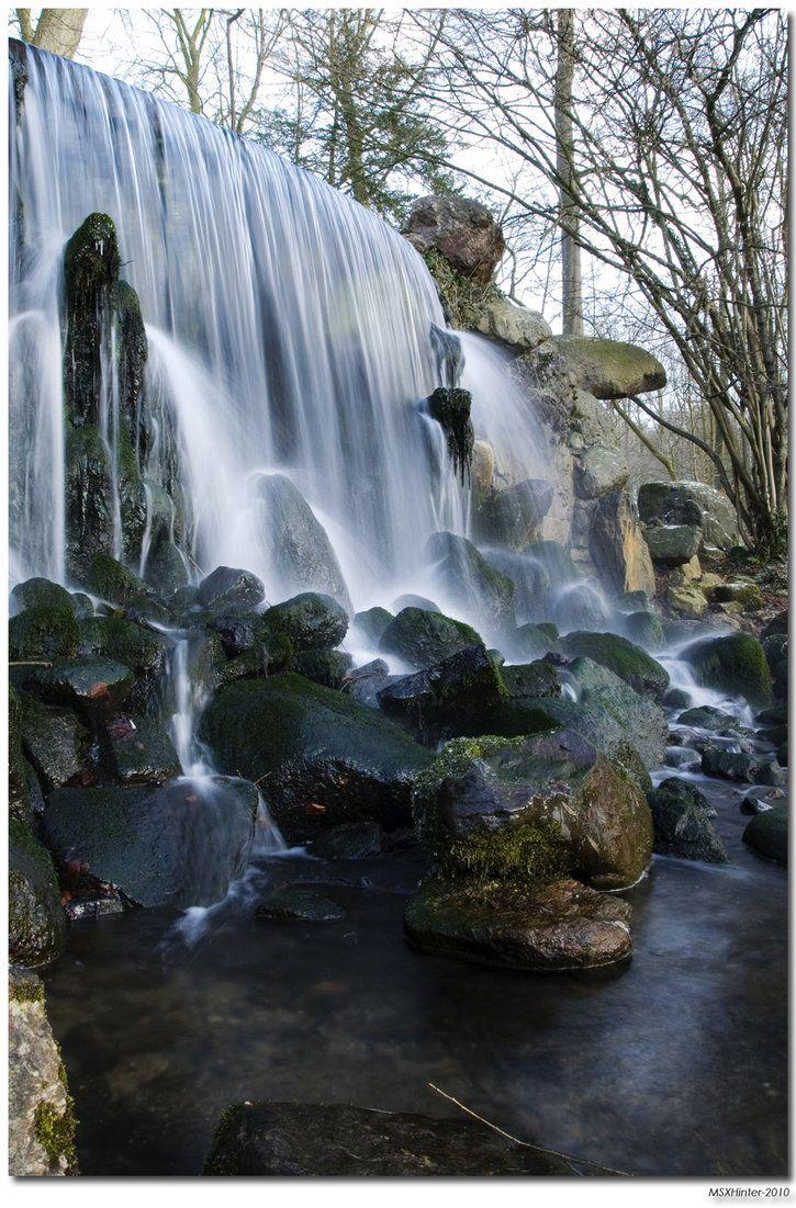Waterval in Sonsbeek Arnhem , waar je achterlangs kon lopen