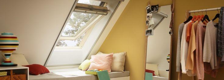 VELUX pivåhängda takfönster.