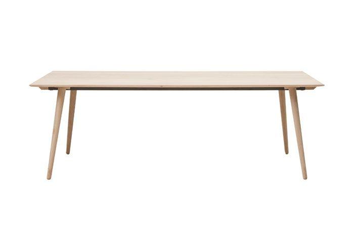 Spisebord i lys eg. 95 x 220 cm.