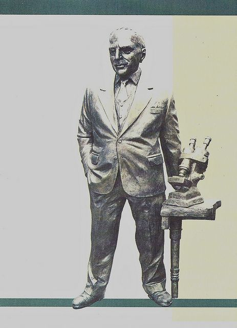 Dr Pap's statue in Halkida
