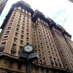 Edifício Martinelli || O primeiro arranha-céu da América Latina || Projetado em 1924, pelo seu idealizador o italiano Giuseppe Martinelli, o Edifício Martinelli simbolizou o progresso da cidade de São Paulo. Foi construído por mais de 600 operários que trabalharam na construção do edifício de, inicialmente, 20 andares, que iniciou em 1924, e se concretizou e inaugurou em 1929