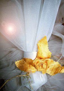 μπομπονιέρα γάμου με χειροποίητο υφασμάτινο λουλούδι