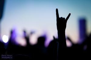 """На """"Чернозёме"""" зрители смогут взять автограф у """"Арии"""" """"Элизиума"""" и """"Ундервуда"""".  Стали известны группы и участники которые на рок-фестивале """"Чернозём"""" дадут автограф всем желающим. Всего их будет девять: """"АлоэВера"""" """"Ария"""" """"Аффинаж"""" """"ЙОРШ"""" Иван Растеряев Ундервуд Элизиум Louna и Nobody.one. На официальной группе рок-фестиваля в """"ВКонтакте"""" есть расписание автограф-сессий: 4 августа 17:30-18:00 Ундервуд 19:30-20:00 Nobody.one 5 августа 17:00-17:30 АлоэВера 18:00-18:30 АРИЯ 18:45-19:15 Элизиум…"""