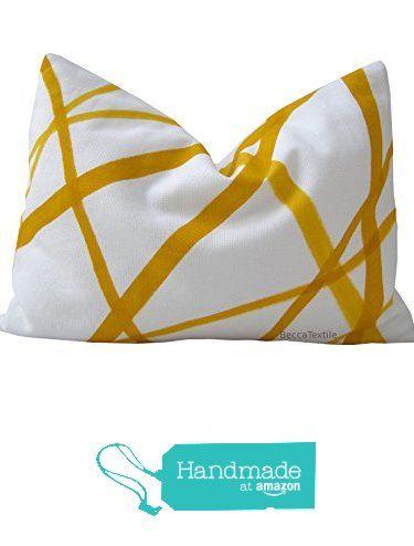Cuscino a strisce giallo. Geometrico cuscino modello BeccaTextile Design. da BeccaTextile https://www.amazon.it/dp/B06WLKJ4BW/ref=hnd_sw_r_pi_dp_bAH3ybRA8XTDA #handmadeatamazon