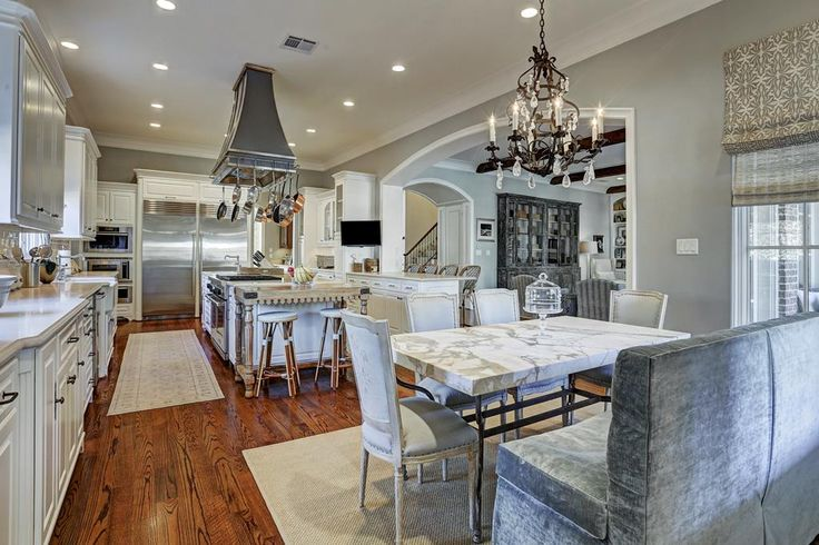 3304 Nottingham West University Place, TX 77005: Photo Love this view of the expansive kitchen and breakfast area.