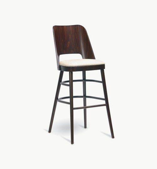 Barstol med klädd sits, många tyger och träfärger att välja på. Ingår i en serie med stol. Barstolen är tillverkad i trä med bets samt med ett sittskal som är stoppat/klätt. Stolen väger 7,4 kg, vilket är ganska normalt för en barstol. Tyg Lido 100 % polyester, brandklassad. Tyg Luxury, 100 % polyester, brandklassad. Konstläder Pisa, brandklassad, 88,5% PVC, 11,5% polyester.