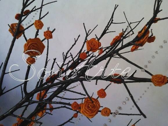 árbol central para mesa principal souvenirs 15 años. Flores en tela. Rama seca.