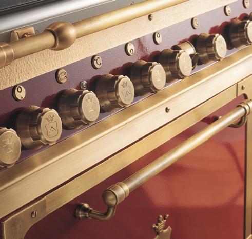 OTTONE BRUNITO  Finitura ottenuta tramite un procedimento di invecchiamento naturale del metallo che garantisce estrema praticità d'uso e pulizia.