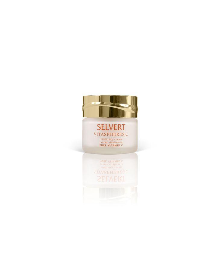 VITALIZING CREAM VITASPHERES C: Crema hidratante de agradable textura y de fácil absorción especialmente indicada para pieles desvitalizadas que necesitan un aporte continuado de Vitamina C.