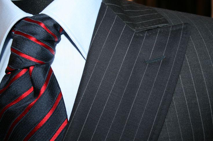 Abito gessato doppio petto ! Double breasted pinstriped suit #verisarti #mansuit #pinstripedsuit #regimentaltie