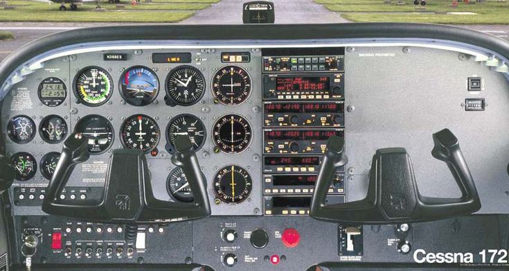 Cessna 172 with six-pack steam gauges and classic Bendix-King stack