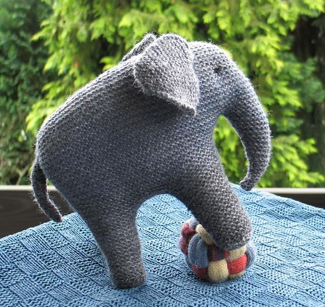 LanArtas Elephant with Balls - Balancierender Elefant Elephants and Pr...