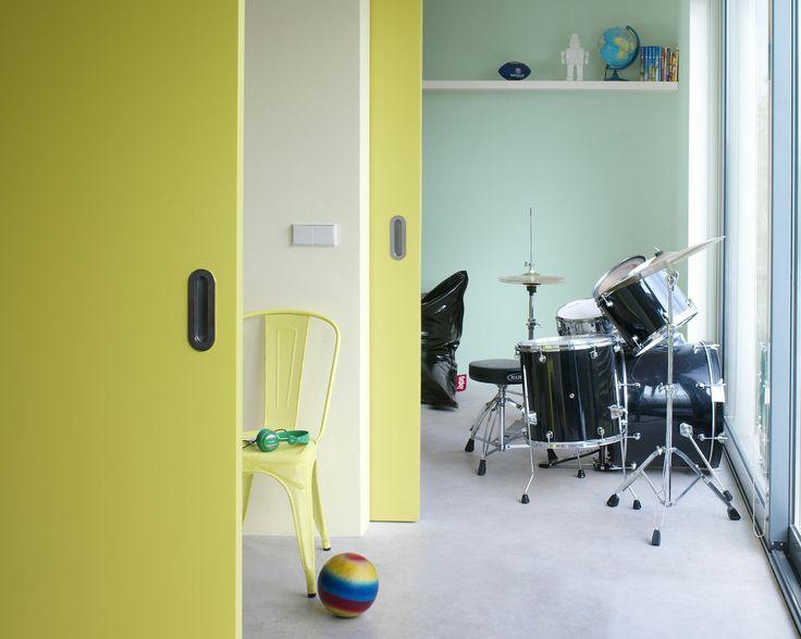 Redonnez le sourire à une chambre avec des teintes de sorbet. Les teintes ensoleillées de glace à la vanille et de sorbet citron et menthe réchauffent cette chambre cool pour une ambiance très colonie de vacances.
