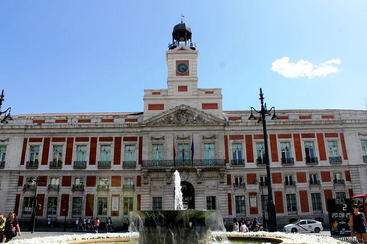 Puerta del sol espa a pinterest for Puerta 8 bernabeu