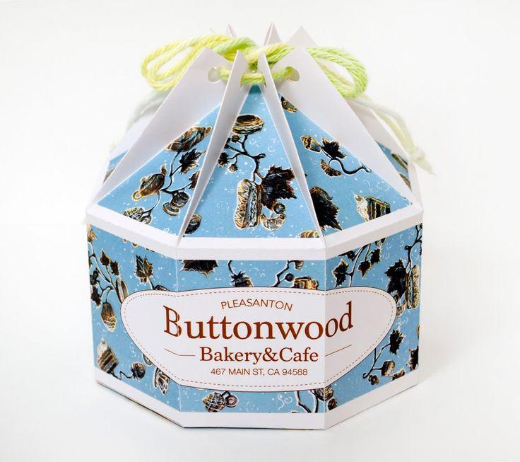 Дизайнер из Бруклина Annie Wu разработала проект упаковки для продуктов пекарни и кофейни Buttonwood, в проект входит дизайн оформления упаковки и конструкция коробки для пирожных. Восьмигранная коробка для пирожных закрывается при помощи бечевки, продетой сквозь отверстия в крышке коробки, которая образует при затягивании бечевкой пирамидку.  http://am.antech.ru/Z7R6