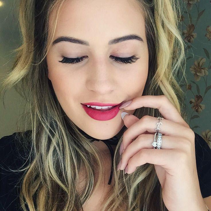 Heeeey tem vlog novooo  vem ver meus cílios lindos por @misslash_! Coloquei alongamento pra viagem to apaixonada! Aproveitando fiz unhas Acryl Fix com a @kat_jp (mostrei no #vlogmas16) e a cor é Chic Pele da Clorama