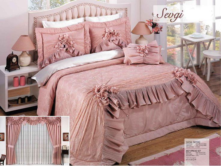 jogo de colcha com a cortina,rosa e branco.