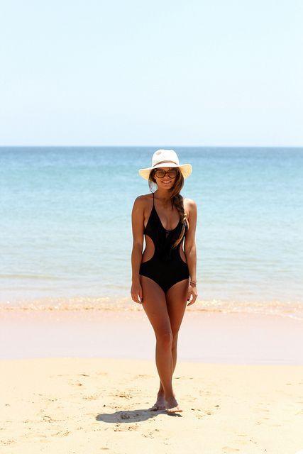 Bañador/Swimsuit – H (old) Camisa/Shirt – Zara (old) Sombrero/Hat – Oysho (SS 13)