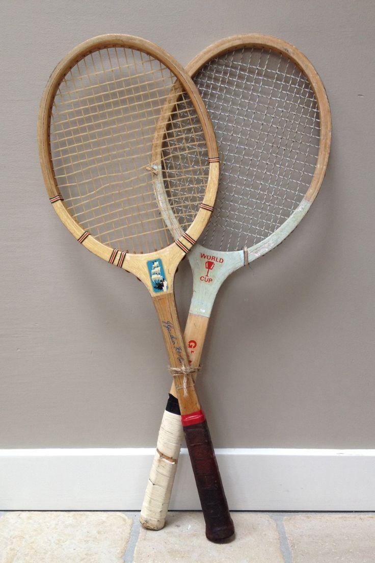 Oude, houten tennisrackets. Verkrijgbaar bij: www.oma-an.nl