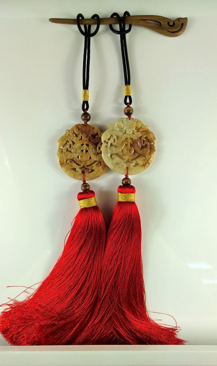 Manual tassel hanging ear, grain jade Good luck and happiness to you! Hanging ears, red tassels, wedding jewelry