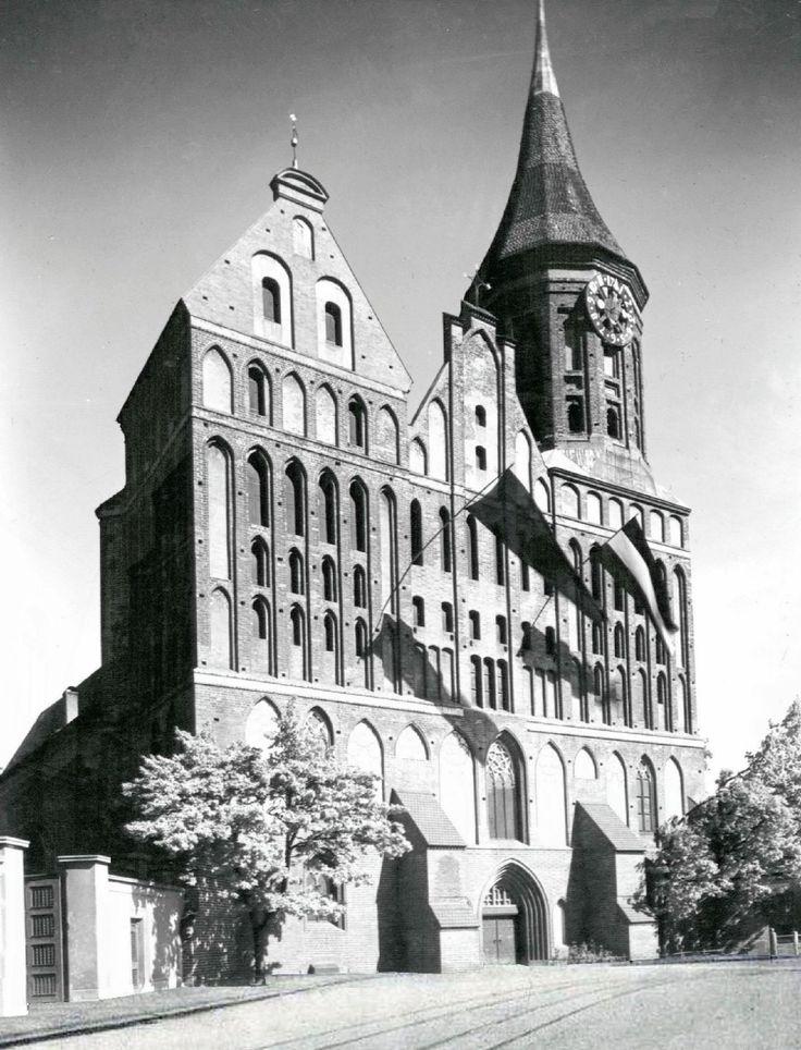 Königsberg Dom 1935; Ich habe die gleiche Aufnahme Anfang der 40-iger Jahre, als meine Mutter in Königsberg studierte, von ihr kommentiert