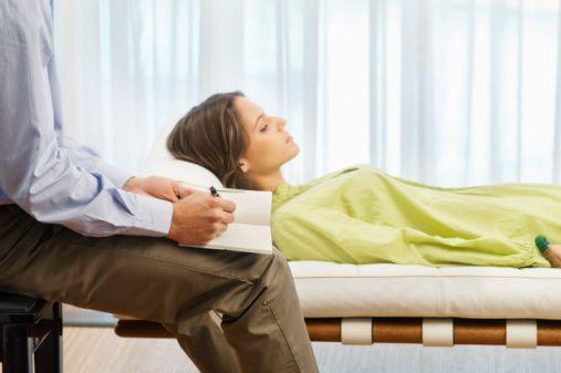 Por R$ 15 mensais, as terapias são ministradas por estudantes do último ano do curso de psicologia, com a supervisão de professores.
