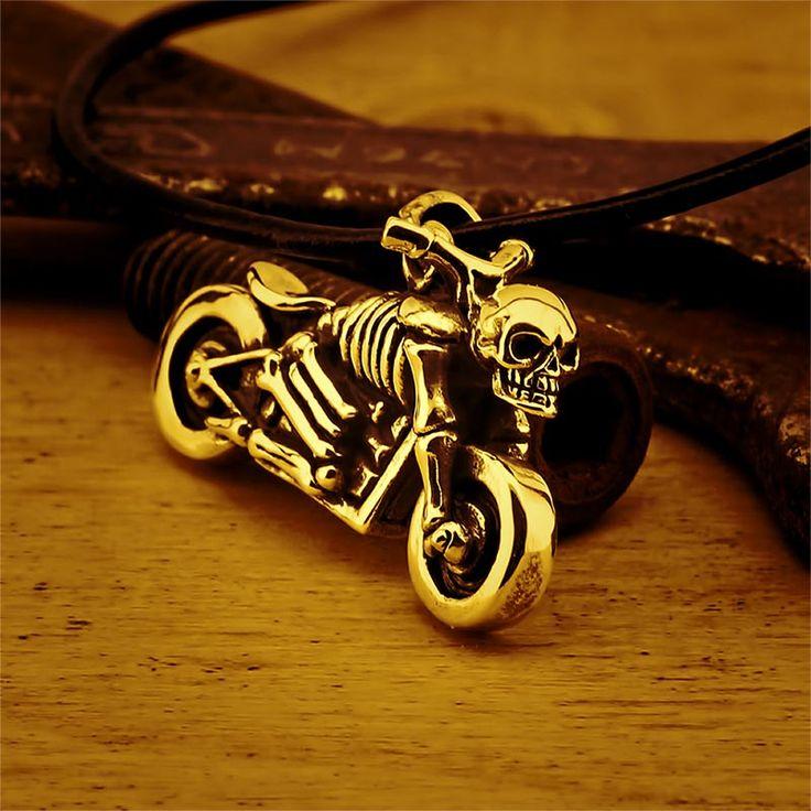 Ciondolo Moto Biker Teschio Argento 925 #jewelry #style #accessories #fashion #collana #ciondolo #teschio #cranio #moto #biker #silver #argento #skull #chopper #harley  #accessori #italia #bikelife #gioielli