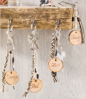 Key ring made of wooden discs …  Key ring made of wooden discs More The post Key ring made of wooden discs … appeared first on Woman Casual.
