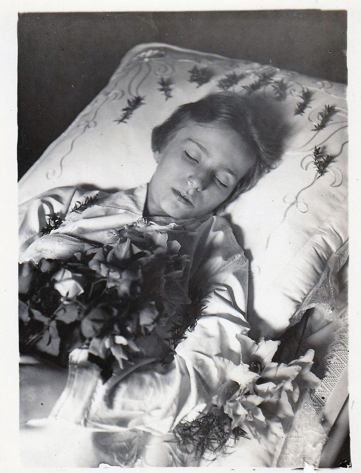 Grete, only 13 years, in her coffin